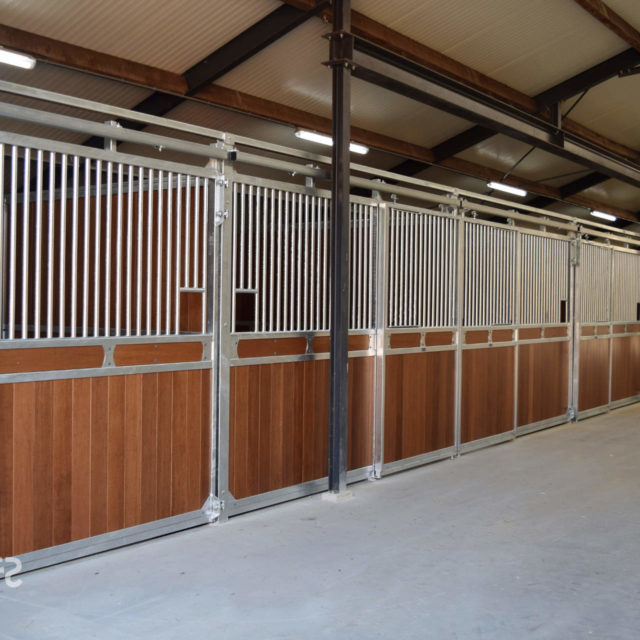 Stables Professional Series Smulders