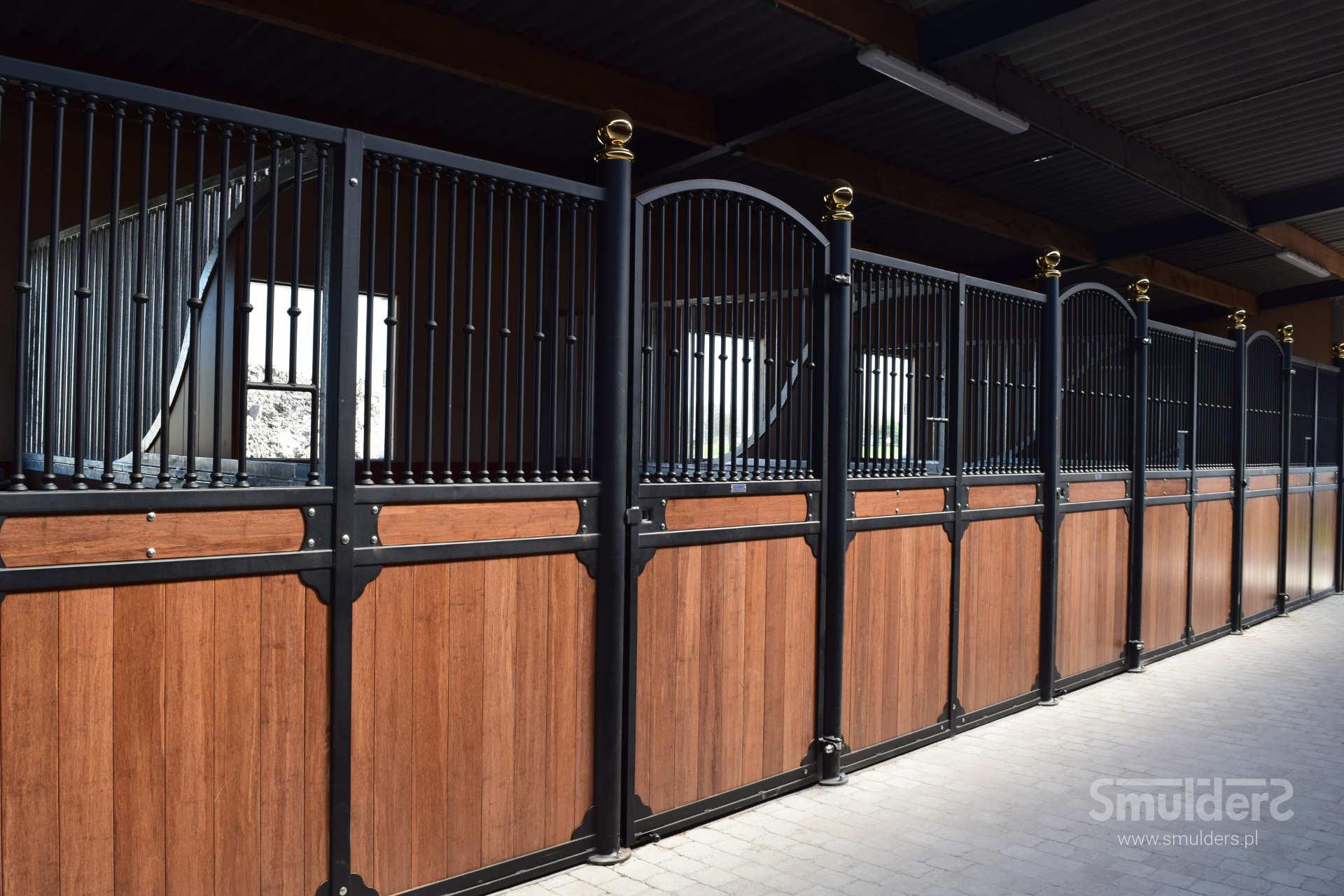https://www.smulders.pl/wp-content/uploads/2019/03/f002_internal-stables_windsor_doors_windows_barn-doors_PRSH_SMULDERS_PL.jpg