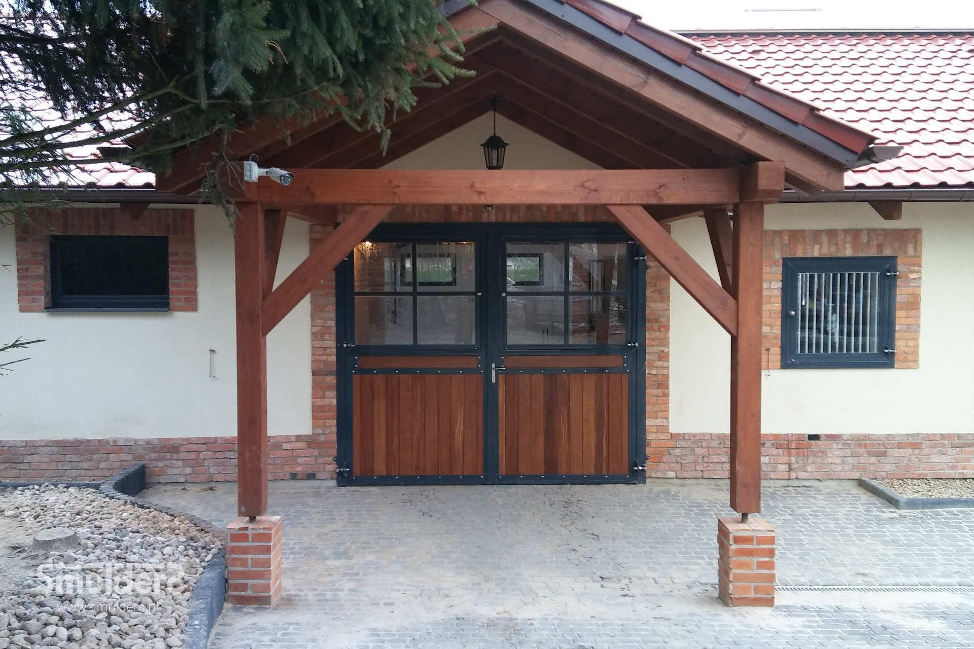 https://www.smulders.pl/wp-content/uploads/2019/03/f007_internal-stables_windsor_barn-door_door_windows_LAN_SMULDERS_PL.jpg