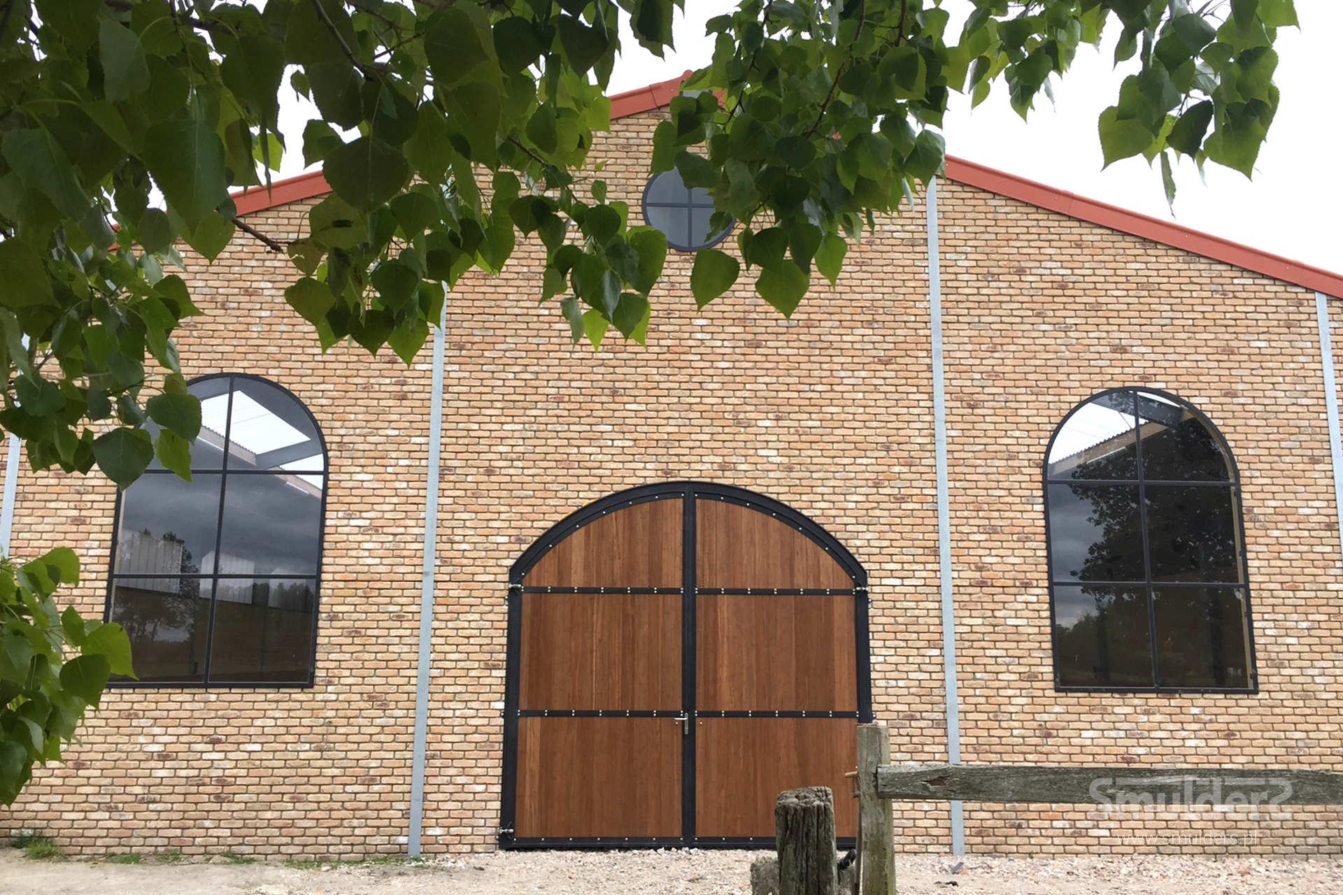 https://www.smulders.pl/wp-content/uploads/2019/03/f008_internal-stables_windsor_doors_windows_barn-doors_PRSH_SMULDERS_PL.jpg
