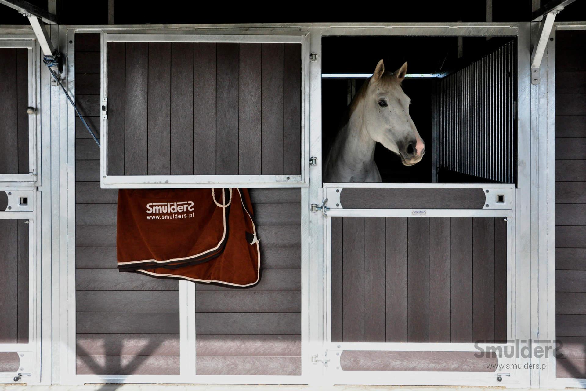 https://www.smulders.pl/wp-content/uploads/2019/07/f005_outdoor-stables_KCN_SMULDERS_PL.jpg