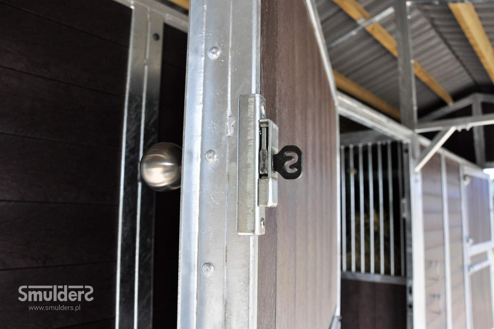 https://www.smulders.pl/wp-content/uploads/2019/07/f007_outdoor-stables_KCN_SMULDERS_PL.jpg